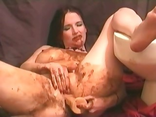 Brunette is fucking her cunt