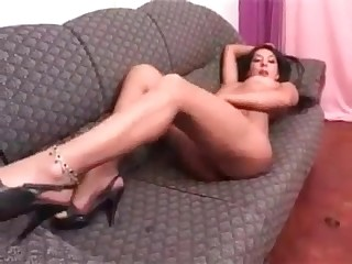Amateur brunette enjoying shit