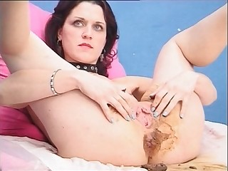 Brunette with a shitty anus